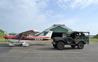 Treffpunkt Hangar am Flugplatz Neuhardenberg. Das ZSH Mobil auf der Flugplatzrollbahn