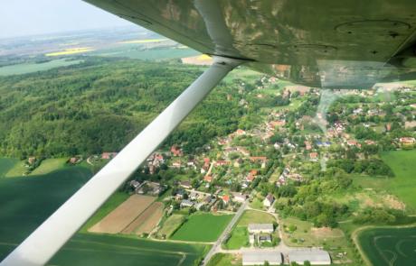 Überflug des Reitweiner Sporns und Ort Reitwein mit der Stühlerkirche und dem Heiratsmarkt.