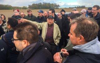 Auf der Schlachtfeldtour durch das Oderbruch. Mit dem Zeitzeugen Heinz Mutschinski. nur der Wind und Heinz sind zu hören.