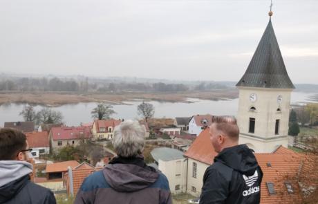 Der Blick auf die Oder in Lebus. Anfang Februar gab es hier die ersten Toten die heute in den Gräbern um Lebus gebettet sind.