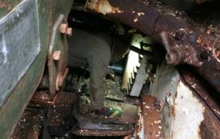 Hier unten im Dreck aus über 40 Jahren liegt der kleine Taler